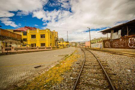 QUITO, ECUADOR 20 AUGUSTUS 2017: Close-up van spoorweg bij het station van Chimbacalle Quito in Pichincha. Het is het startpunt van vele luxe treinreizen in het vulkanische gebied Redactioneel