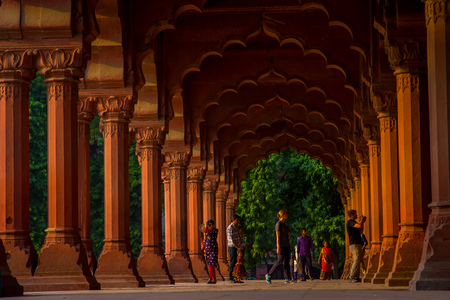 Jaipur, India - September 19, 2017: Unidentified people walking inside of Muslim architecture detail of Diwan-i-Am, or Hall of Audience, inside the Red Fort in Delhi, India Editoriali