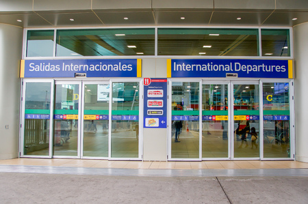 Quito, Ecuador - November 23 2017: Informative sign of international departures at the enter of the Mariscal Sucre International Airport of the city of Quito 報道画像