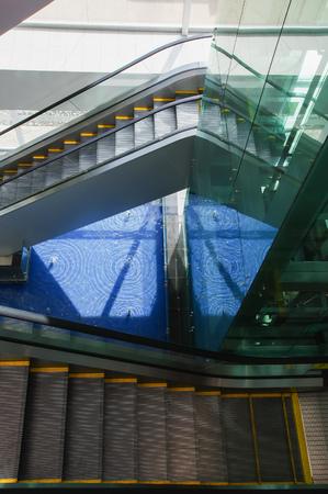 Quito, Ecuador - November 23 2017: Above view of escalators inside of the Mariscal Sucre International Airport of the city of Quito 報道画像