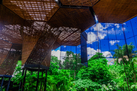 メデリンの植物温室の美しい建築木の建物構造 写真素材