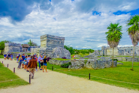 TULUM, MEXICO - JANUARY 10, 2018: Unidentified people walking in Mayan Ruins of Tulum Besides Caribbean Sea. Riviera Maya, Traveling America 報道画像