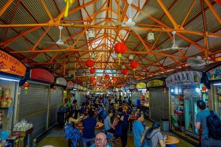 SINGAPORE, SINGAPORE - JANUARY 30. 2018: Unidentified people eating in The Lau Pa Sat festival market Telok Ayer is a historic Victorian cast-iron market building now used as a popular food court hawker center in Singapore 新聞圖片