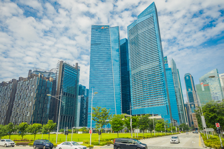 SINGAPORE, SINGAPORE - FEBRUARY 01, 2018: DBS bank Marina Bay Financial Centre. DBS bank was set up by Government of Singapore and is the largest bank in Southeast Asia Фото со стока - 96024838