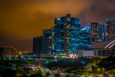 SINGAPORE, SINGAPORE - JANUARY 30, 2018: Outdoor view of Singapore skyline. Singapore has a highly developed market-based economy and is a center for commerce in Asia and globally, HBS building at night view in Singapore Редакционное