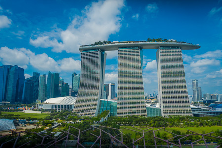 SINGAPORE, SINGAPORE - JANUARY 30, 2018: Beautiful landscape of three towers of the Marina Bay Sands Ressort, the worlds most expensive standalone casino opening in 2010 에디토리얼