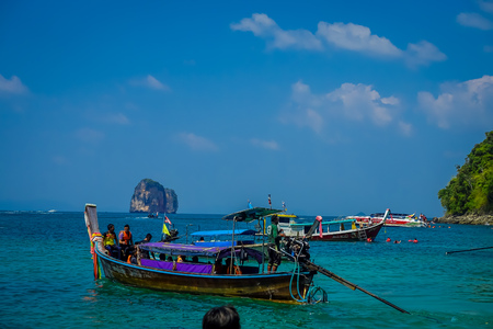 AO NANG, THAILAND - MARCH 05, 2018: Long tail boat in Thailand, standing on Chicken island in a gorgeous sunny day and turquoise water 報道画像