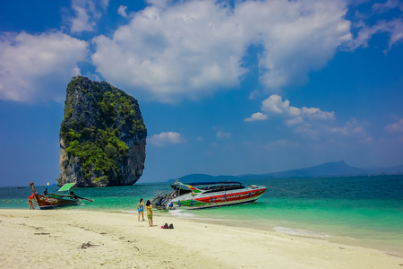 PODA, THAILAND - FEBRUARY 09, 2018: Outdoor view of unidentified people close to a luxury yatch on Poda island in a gorgeous sunny day and turquoise water 報道画像