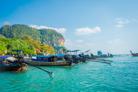 PHRA NANG, THAILAND - FEBRUARY 09, 2018: Long tail boat in a row in Thailand, standing on Phra nang island in a gorgeous sunny day and turquoise water 報道画像