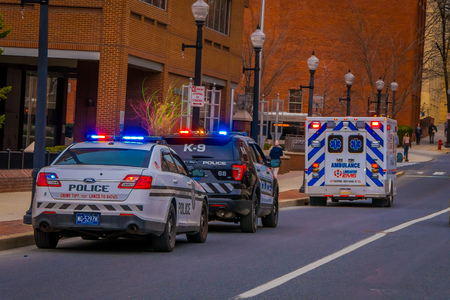 LANCASTER, USA - APRIL, 18, 2018: Outdoor view of police cars in the streets of downtown of Lancaster Redactioneel