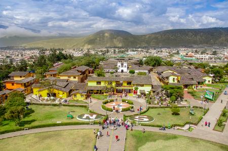 San Antonio de Pichincha, Pichincha, Ecuador - 29. Mai 2018: Luftaufnahme des touristischen Zentrums Ciudad Mitad del Mundo in der Nähe der Stadt Quito
