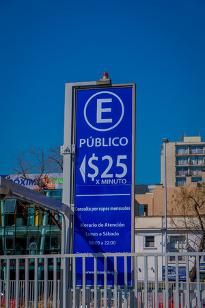 SANTIAGO, CHILE - SEPTEMBER 13, 2018: Outdoor view of informative sign of fee parking area per minut located in the Barrio Yungay in Santiago, capital of Chile 報道画像