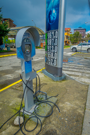 PUERTO VARAS, CHILE, SEPTEMBER, 23, 2018: Close up of air machine used for neumathics located in gas station in the city of Puerto Varas in Chile Publikacyjne