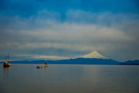 Osorno volcano and Llanquihue Lake, Parque Nacional Vicente P rez Rosales, Lake District, Puerto Varas, Chile Reklamní fotografie - 114152346
