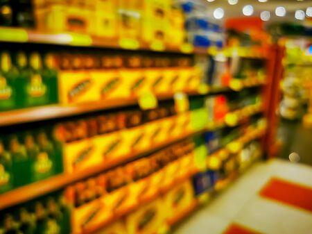 Convenience store shelves interior blur background , Blurred Supermarket shelves. 版權商用圖片