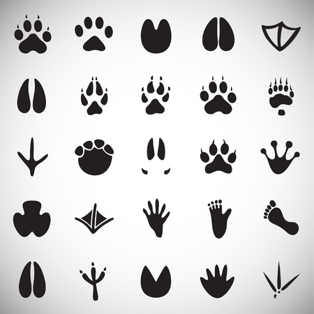 Animal foot prints icons set on white background for graphic and web design, Modern simple vector sign. Internet concept. Trendy symbol for website design web button or mobile app Vetores