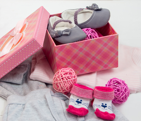 booties: booties and socks for a baby in a gift box Stock Photo