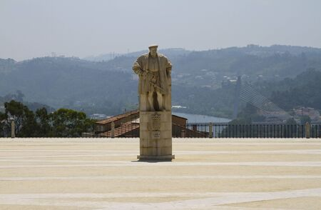 Permanent: Een standbeeld van koning João III, die de universiteit in Coimbra gebaseerd permanent