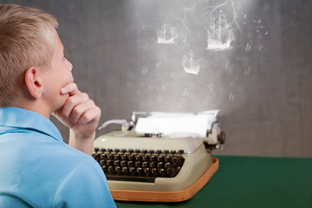 young writer thinking and imagination what to write on retro typewriter Foto de archivo