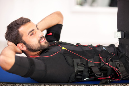 man working on electro muscular stimulation machine Banque d'images