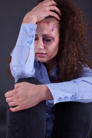 problemas familiares: la violencia dom�stica y la violaci�n. problemas familiares y mujer emociones