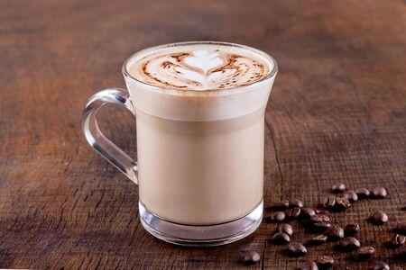 fredo: caffè frappé su fondo in legno Archivio Fotografico