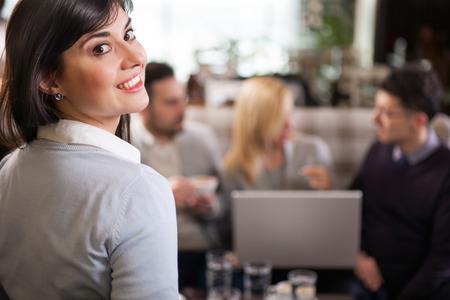 Groupe de gens d'affaires au café Banque d'images