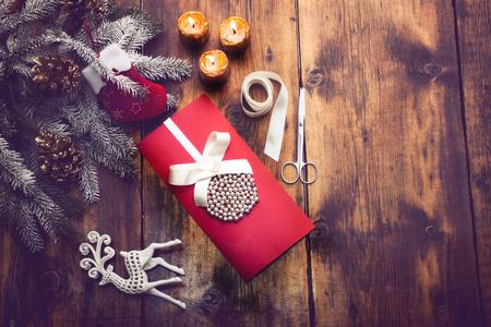 Décoration de Noël sur la table en bois