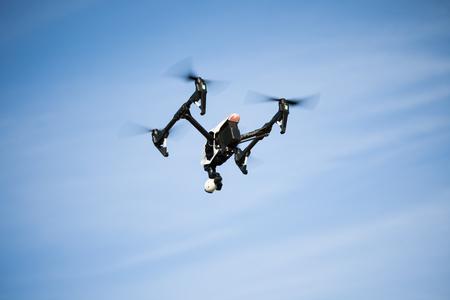 uav drone copter volant avec appareil photo numérique Banque d'images