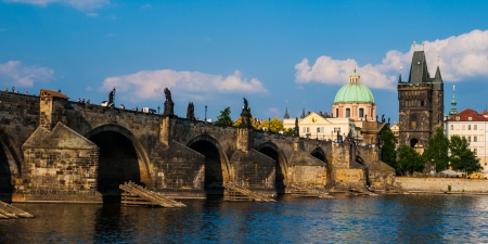 Charles Bridge and Old Town Bridge Tower in Prague  Czech Republic  Imagens
