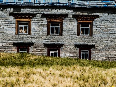 tibetan house: Tibetan house in Yading (Sichuan, China)