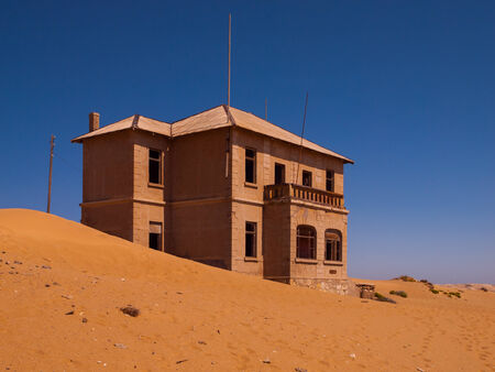 luderitz: Abandoned house in Kolmanskop ghost village  Namibia  Stock Photo