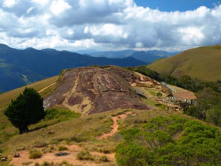 暖かい (ボリビア) の考古学的遺跡エル フエルテに岩の 5 つのニッチ 写真素材