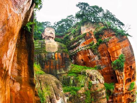 bouddha: Grand Bouddha de Leshan dans Dafo, Le Shan City, Sichuan, Chine