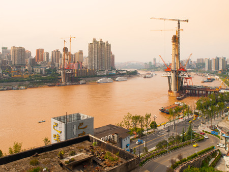yangtze river: Construction of a bridge over the Yangtze river, Chongqing, China