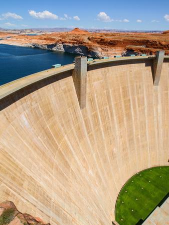 hydroelectric energy: Glen Canyon Dam, concrete arch dam on the Colorado River, Arizona, USA