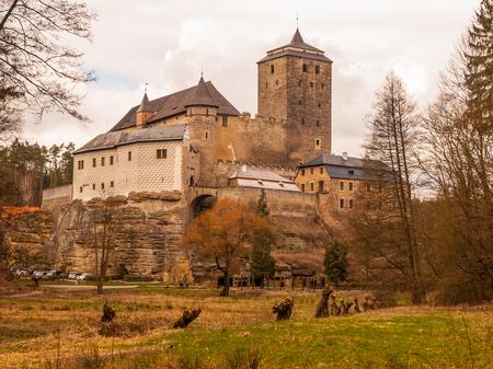 castello medievale: Castello medievale Kost con la grande torre in pietra, Repubblica Ceca Editoriali