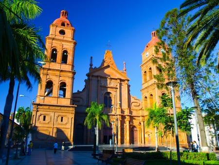iglesia: Catedral de ladrillo rojo en la plaza principal, Arquidi�cesis de Santa Cruz de la Sierra, Bolivia
