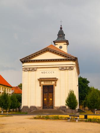 terezin: Chiesa barocca della Resurrezione di Nostro Signore sulla cecoslovacco Piazza esercito a Terezin, Repubblica Ceca Archivio Fotografico