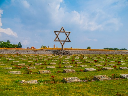 terezin: Cemetery near Small Fortress in Terezin, Czech Republic Archivio Fotografico
