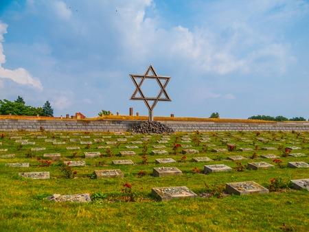 terezin: Cimitero vicino Piccola fortezza a Terezin, Repubblica Ceca Archivio Fotografico
