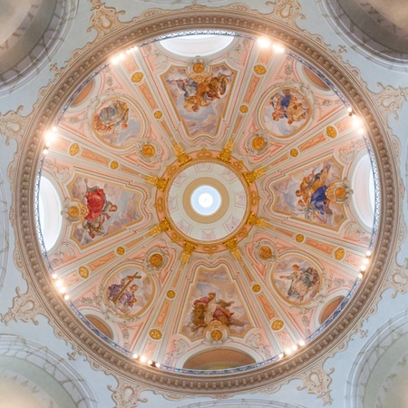 DRESDEN, GERMANY - CIRCA MARCH 2013: beautiful ceiling of the Frauenkirche Cathedral circa in March 2013, Dresden, Germany. 報道画像