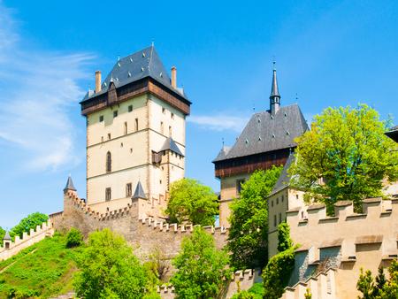 中世ゴシック高貴な城カルルシュテイン、チェコ Reoublic。 写真素材