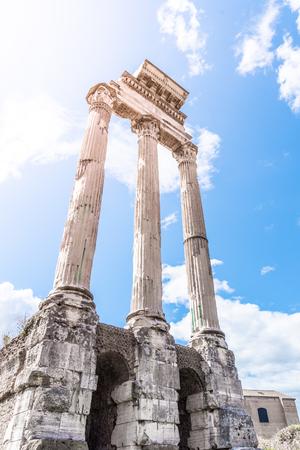 Tempio di Castore e Polluce, italiano: Tempio dei Dioscuri. Antiche rovine del Foro Romano, Roma, Italia.
