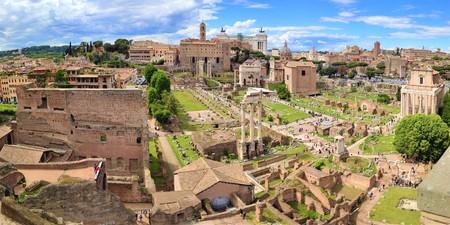 Roman Forum, Latin Forum Romanum, and Capitoline Hill. The most important cenre in ancient Rome, Italy. Panoramic shot. 版權商用圖片