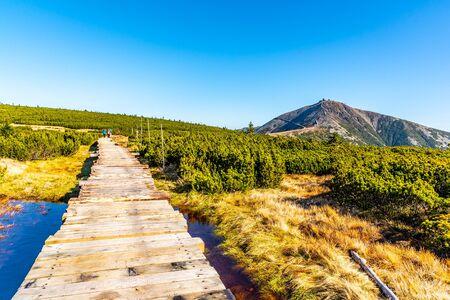 Wooden footpath leads to Snezka Mountain. Giant Mounatins, Krkonose National Park, Czech Republic. 版權商用圖片