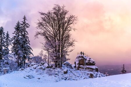 Tanvaldsky Spicak Mountain with rock view point at winter time, Czech Republic. Banque d'images - 140619277