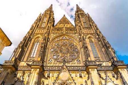 Front view of St. Vitus Cathedral in Prague Castle, Prague, Czech Republic. 스톡 콘텐츠