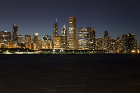 Chicago lakeshore skyline by night 版權商用圖片