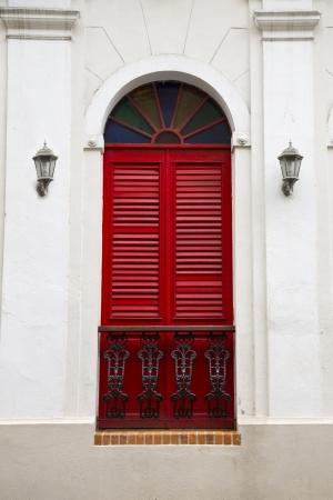 balcony door: encantadora puerta del balc�n espa�ol antiguo con vidrieras de San Juan, Puerto Rico